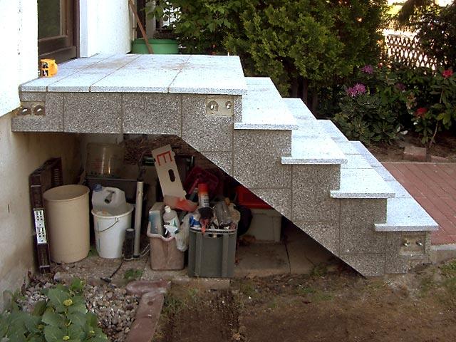 sanierung einer stahlbeton aussentreppe mit natursteinbelag bauunternehmen ralf diewell. Black Bedroom Furniture Sets. Home Design Ideas